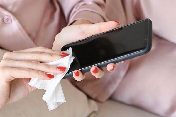 Como higienizar o celular contra o coronavírus